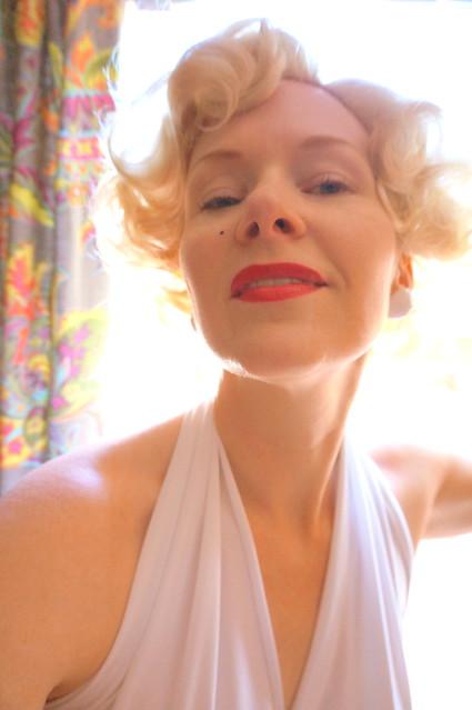Liz as Marilyn at the door
