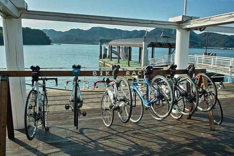 新岡山港にバイクラックが!