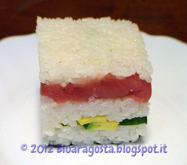 01-sushi cake in fase di preparazione