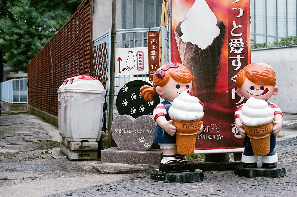 貓の小道 尾道 おのみち Onomichi, Hiroshima 2015/08/30 在尾道市立美術館旁邊有一條小道,到到今天回來我還是覺得這路牌有問題。  Nikon FM2 / 50mm AGFA VISTAPlus ISO400 Photo by Toomore
