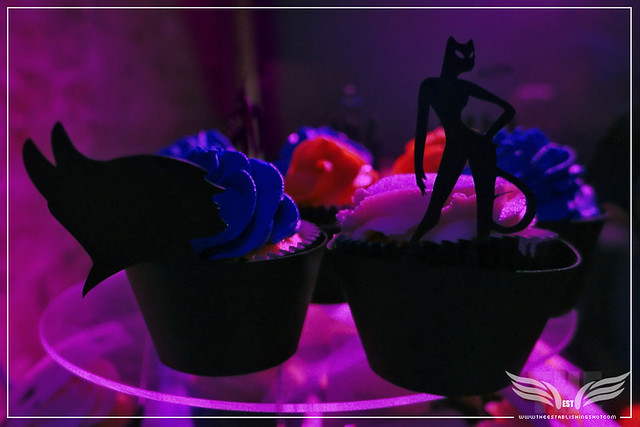 The Establishing Shot: ELISE'S CUPS 'N' CAKES BAT & CAT CUPCAKES AT THE ROGUES GALLERY - CREATION OF A   SUPER-VILLAIN BOOK LAUNCH @ THE CRYPT GALLERY, LONDON - OCT 2015