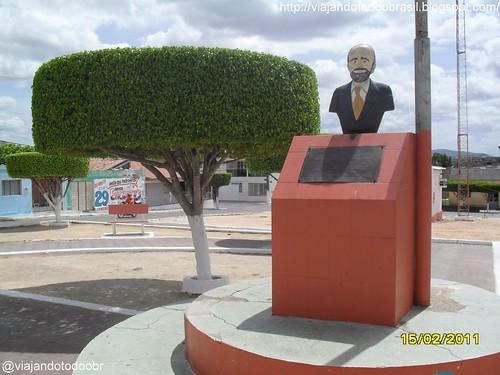 Dois Riachos - Estátua do fundador da cidade