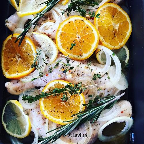 Kip uit de oven met sinaasappel en citroen