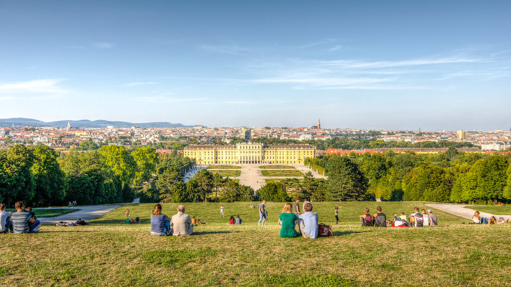 how to get to schonbrunn palace from central vienna
