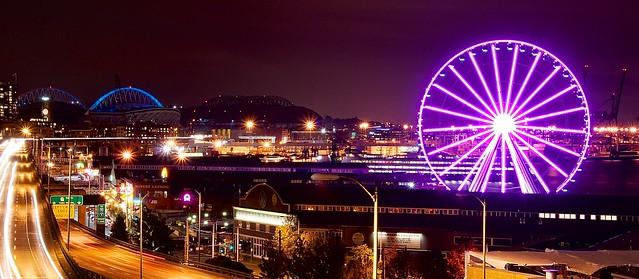 Seattle ferry wheel at night
