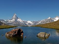 Stellisee con Cervino (4478 m), Dent Blanche (4356 m) e Obergabelhorn (4063 m)