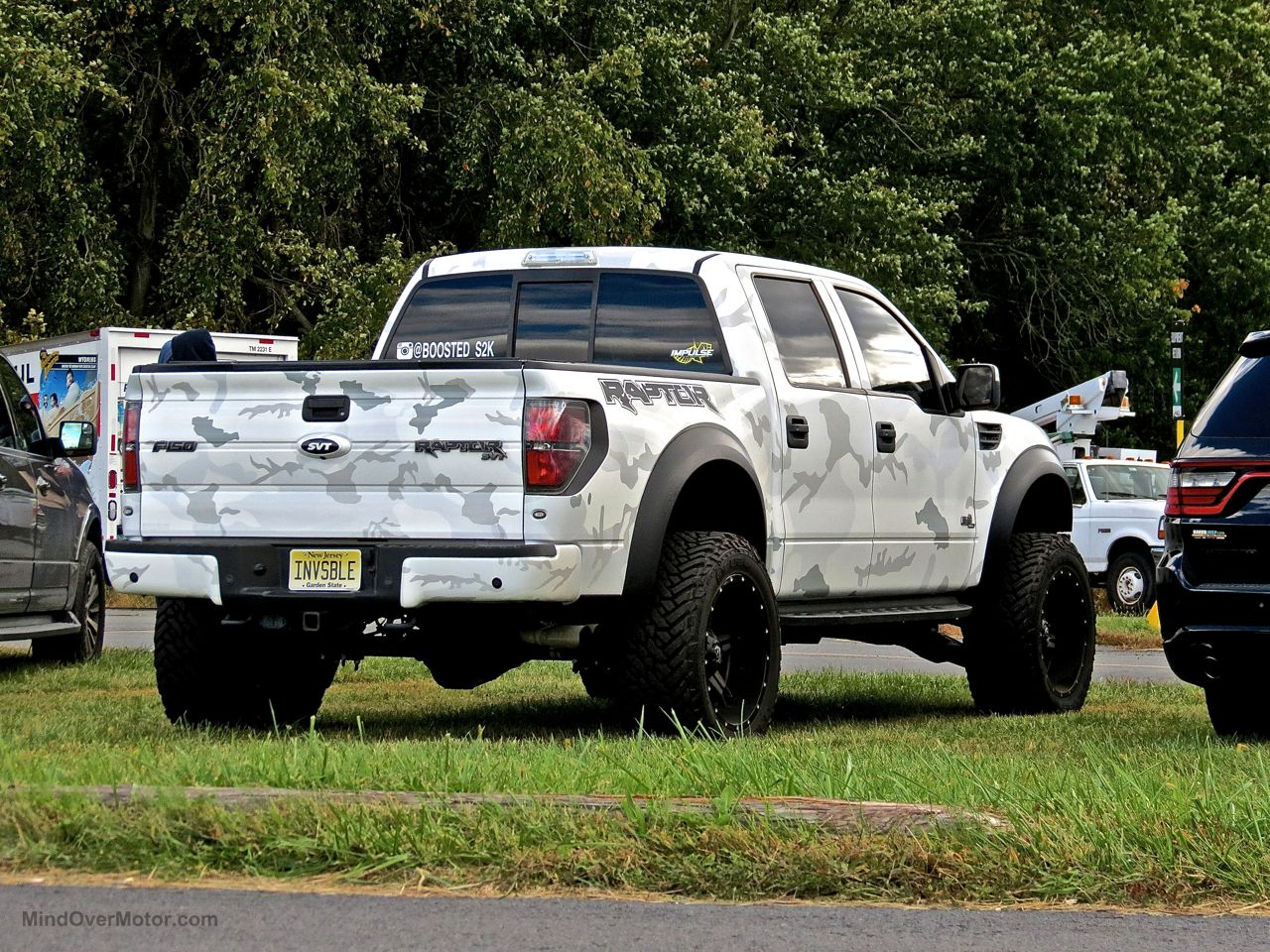 Ford raptor lifted pink