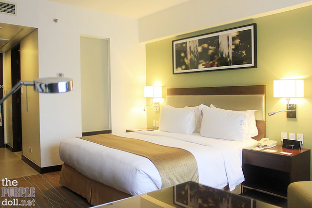Holiday Inn & Suites Makati Deluxe Room King