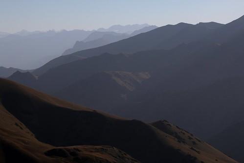 travel viaje mountains sunrise landscape asia paisaje amanecer silkroad montaña paysage centralasia kyrgyzstan cordillera montañas asiacentral rutadelaseda kirguistan alaytoo