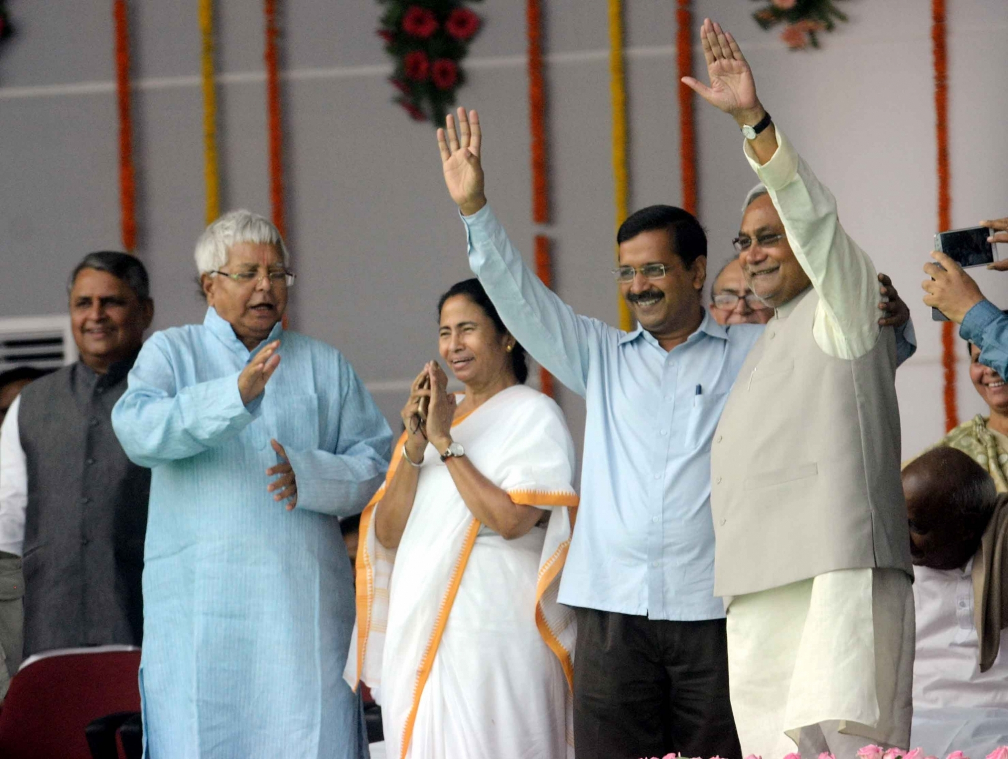 Bihar Chief Minister Nitish Kumar with Delhi Chief Minister Arvind Kejriwal, West Bengal Chief Minister Mamata Banerjee and RJD chief Lalu Prasad Yadav during the swearing in ceremony of the Nitish Kumar government in Bihar in November 2015. Image: PTI