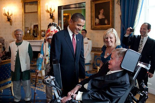 1280px-Barack_Obama_speaks_to_Stephen_Hawking