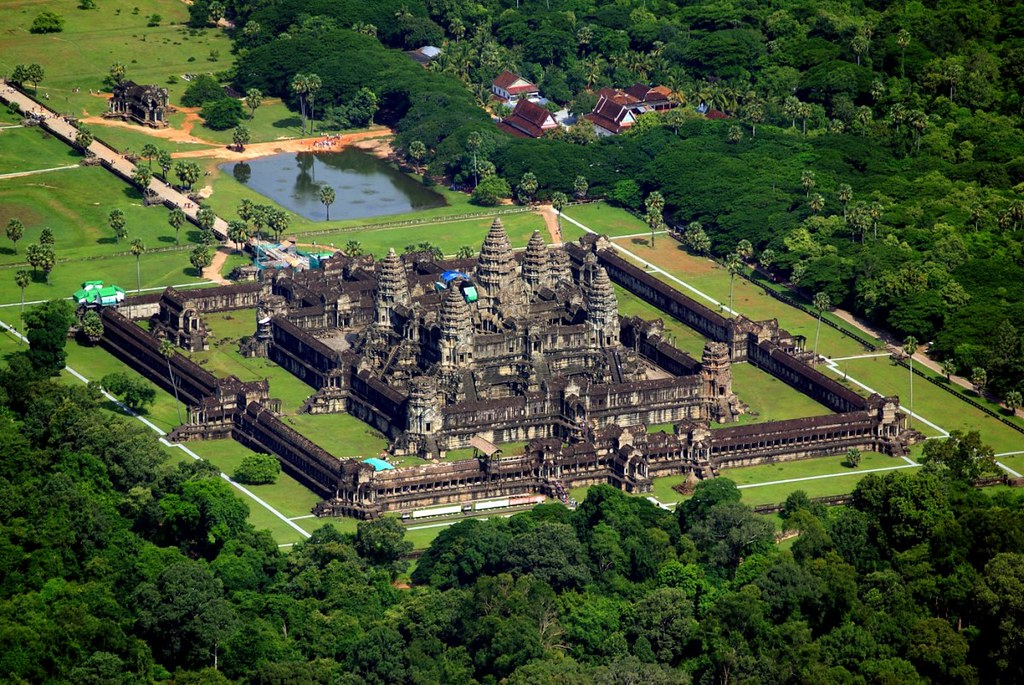 Cambodia-Siem-Reap-Angkor-Wat-4-1200x803