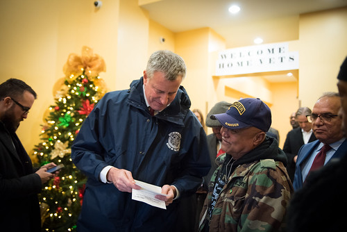 Mayor Bill de Blasio and Department of VeteransÕ Services Commissioner Loree Sutton announced that 16 formerly homeless veterans will have new apartments in time for the Holidays. The Mayor and members of the administration helped veteran Samuel Rosado, 6