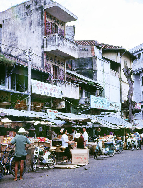 Market place in Saigon Vietnam 1969 - Photo by Mike Gilmore