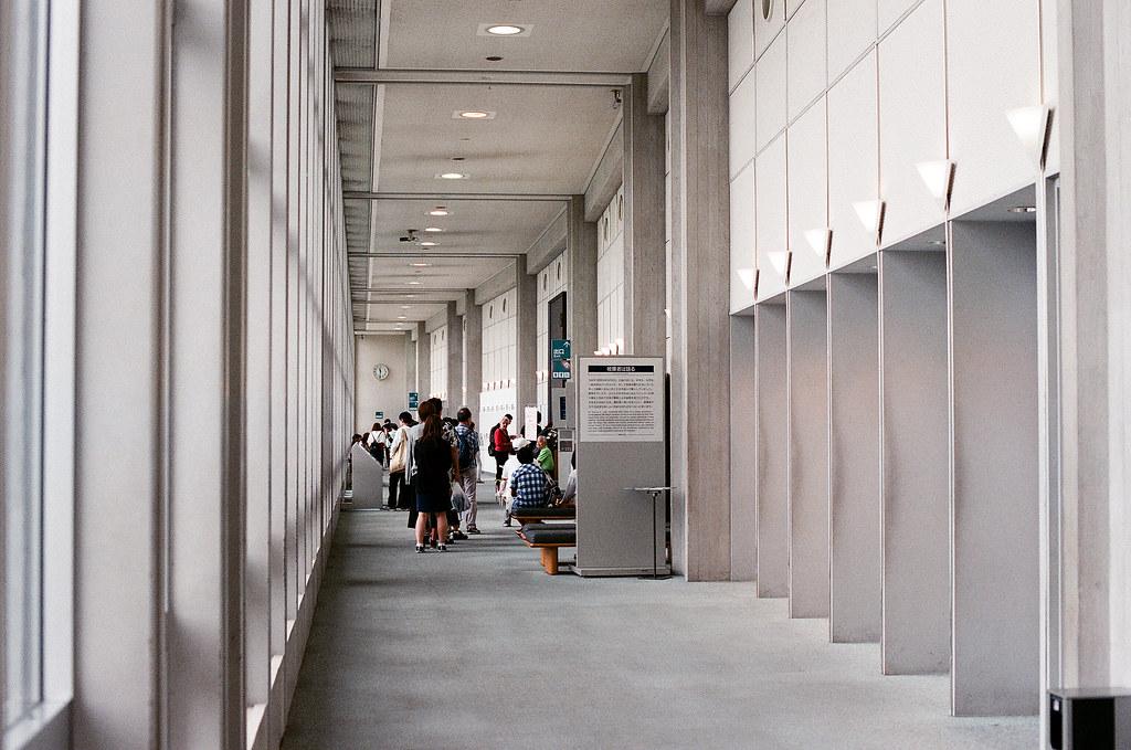 廣島和平紀念公園 広島 Hiroshima 2015/09/01 這是參觀後的最後的出口,裡面其實可以拍照,但我沒有拍。我有租借一台導覽器,所以整個參觀完很沈重。我去過長崎的原爆紀念館,可是廣島這裡的史料蒐集得很完整,所以感覺到有點害怕。  Nikon FM2 / 50mm AGFA VISTAPlus ISO400 Photo by Toomore