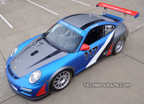 Porsche race car wrap by TechnoSigns