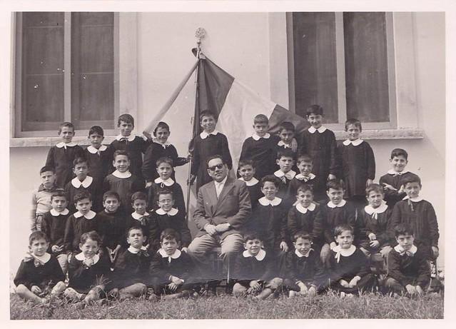Casamassima-La Scuola Elementare Guglielmo Marconi compie ottanta anni-04_  A.S. 1958-59 - insegnante Ruggero Pesce