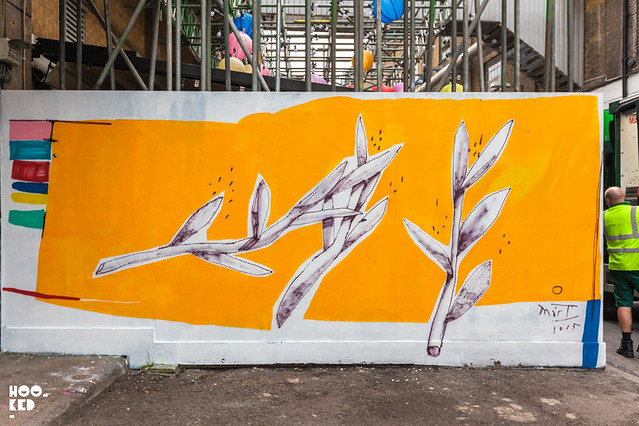 Buenos Aires street artist Mart Aire paints some new Shoreditch Street Art.