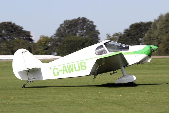 G-AWUB