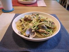 vegetarian food(0.0), linguine(0.0), fettuccine(0.0), produce(0.0), carbonara(0.0), vegetable(1.0), spaghetti alle vongole(1.0), spaghetti(1.0), pasta(1.0), food(1.0), dish(1.0), cuisine(1.0),