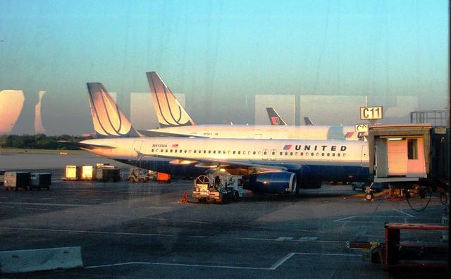 UNITED @ IAD Washington Dulles International Airport | Flickr - Photo ...