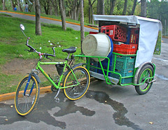 rickshaw(0.0), cart(0.0), tricycle(0.0), bicycle trailer(1.0), wheel(1.0), vehicle(1.0), land vehicle(1.0), carriage(1.0), bicycle(1.0),