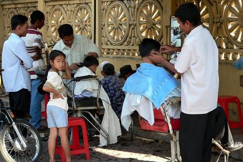 Outdoor barbers, Phnom Penh, Cambodia