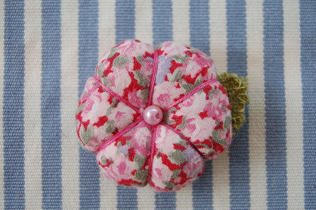 Little flower pin sewn by Hanna Andersson