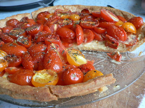 Tomato tart with cheese crust