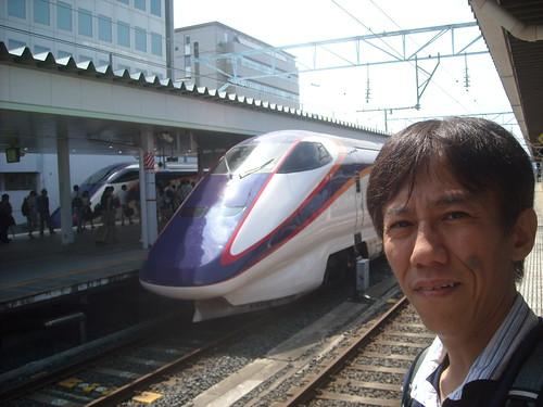 山形駅に停車する山形新幹線