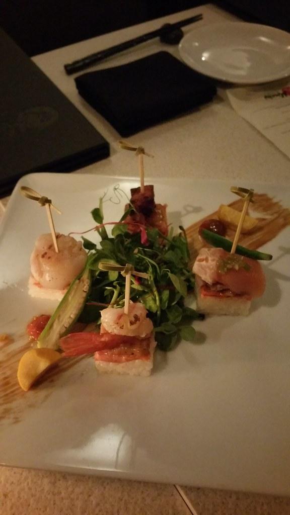 2015-Oct-25 Minami - Salmon Oshi Bites