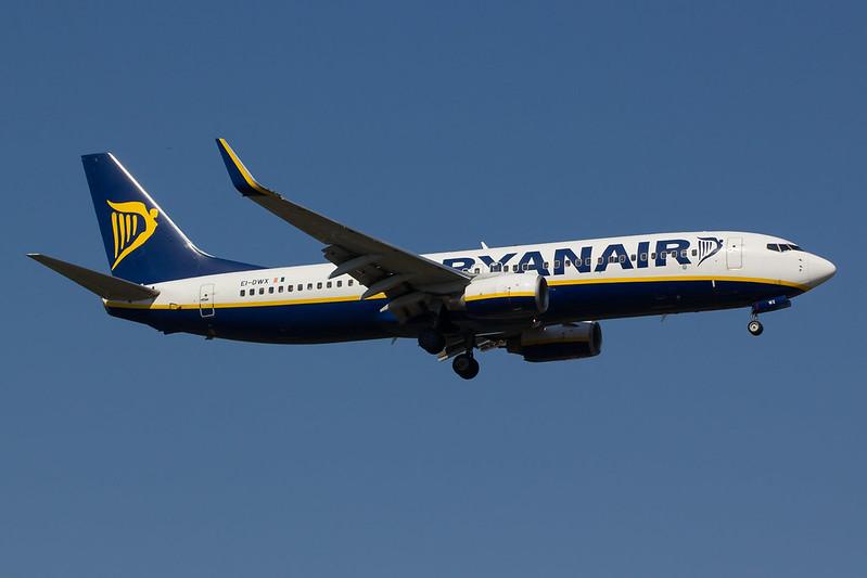 Ryanair - B738 - EI-DWX (1)
