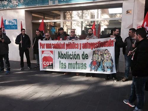 Abolició de les mútues. Concentració de CGT davant mútua Asepeyo a Viladecans