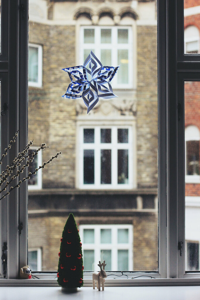 DIY Paper Christmas Snowflake