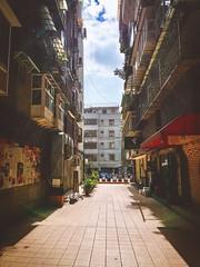 Apartments in Tienmu, Taipei.天母街頭~。