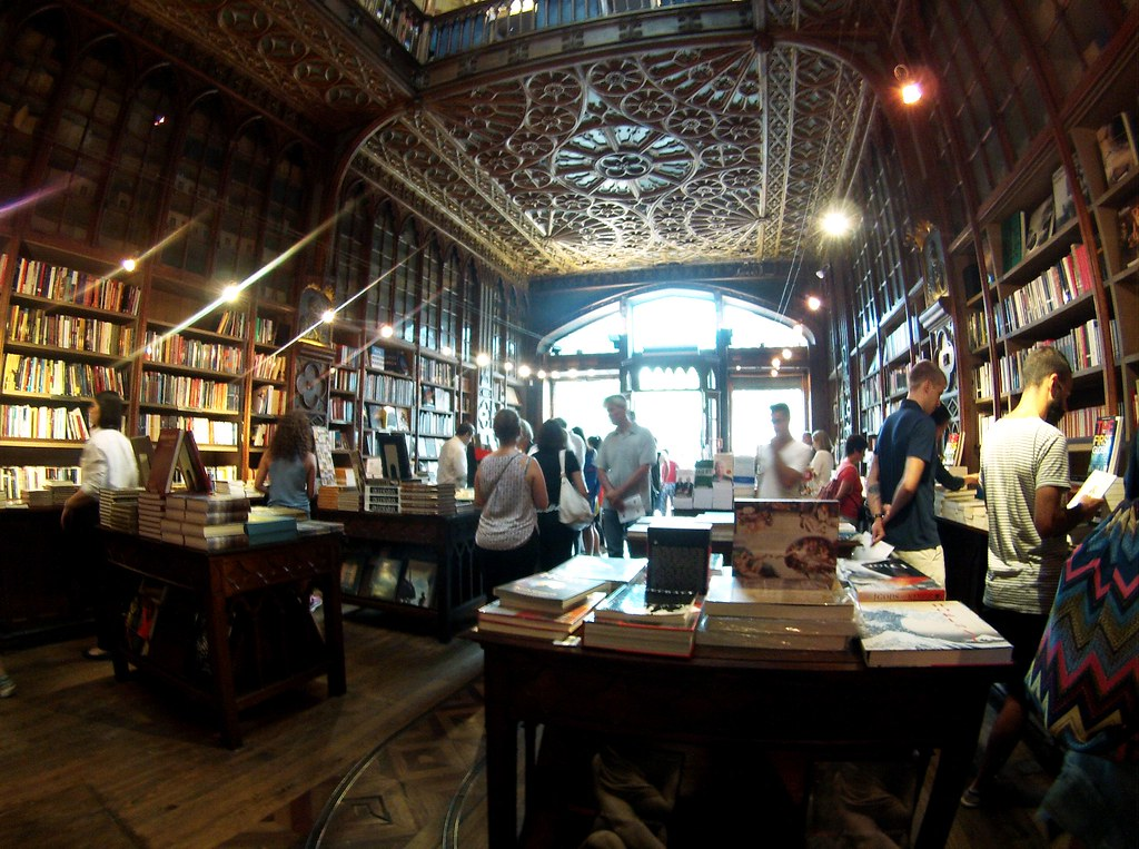 Can you picture Harry Potter in this bookshop? I can!