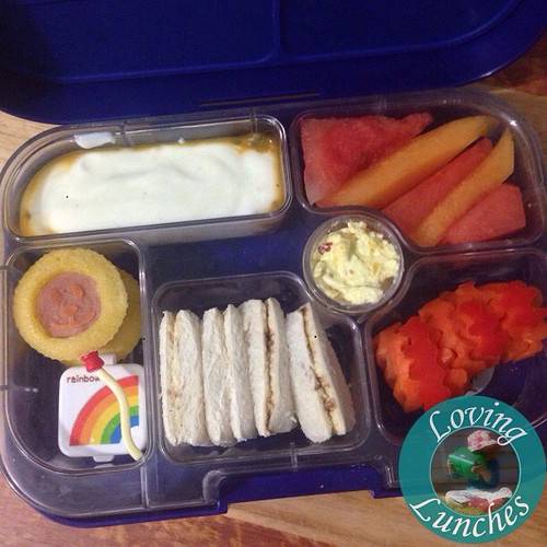 Loving a #greatmoscowcircus inspired #yumbox for Miss M today… love how the little corn dog muffins look a little like the lion balloons we saw there 😄 @minihippoau