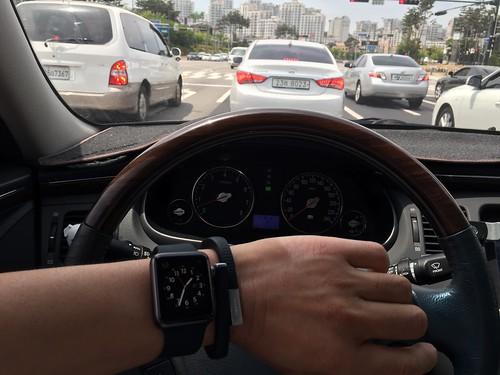 applw watch in the car
