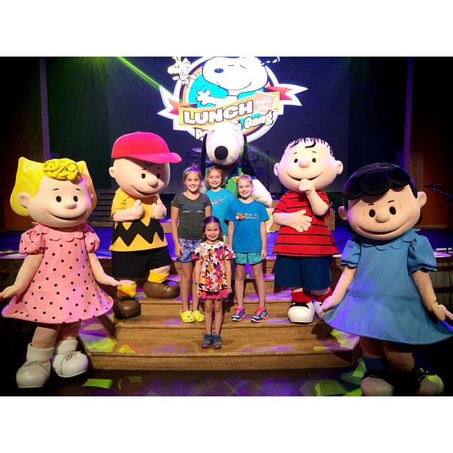 Hanging with the Peanuts Gang!  #harmonyhall #carowinds #heycharliebrown