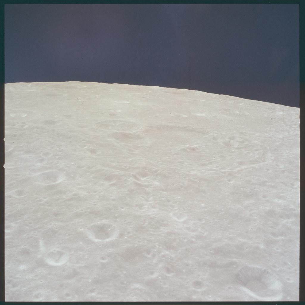 AS11-37-5433