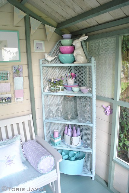 Pretty corner wicker shelves