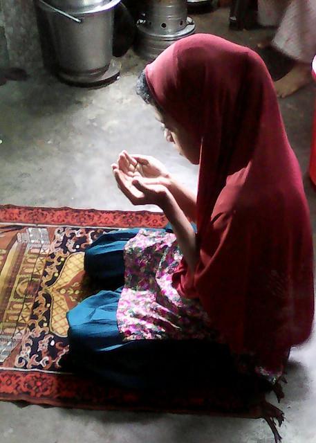 Ayesha_noor_in_Namaz_her_home