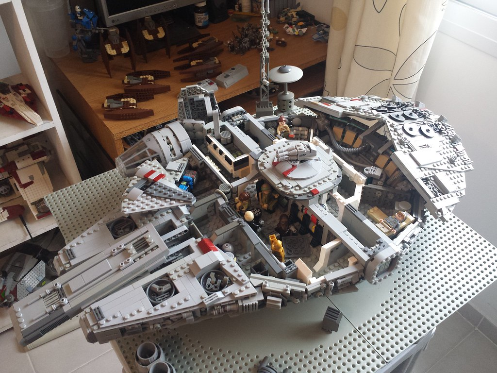 Lego Millennium Falcon interior side