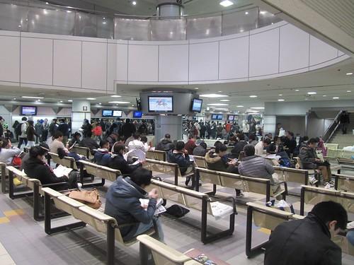 中山競馬場1階の椅子