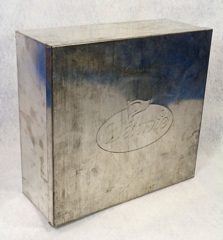 RD15330 Delacre Tin Box Square Vintage Collectible Metal Large Square Advertising DSC09188