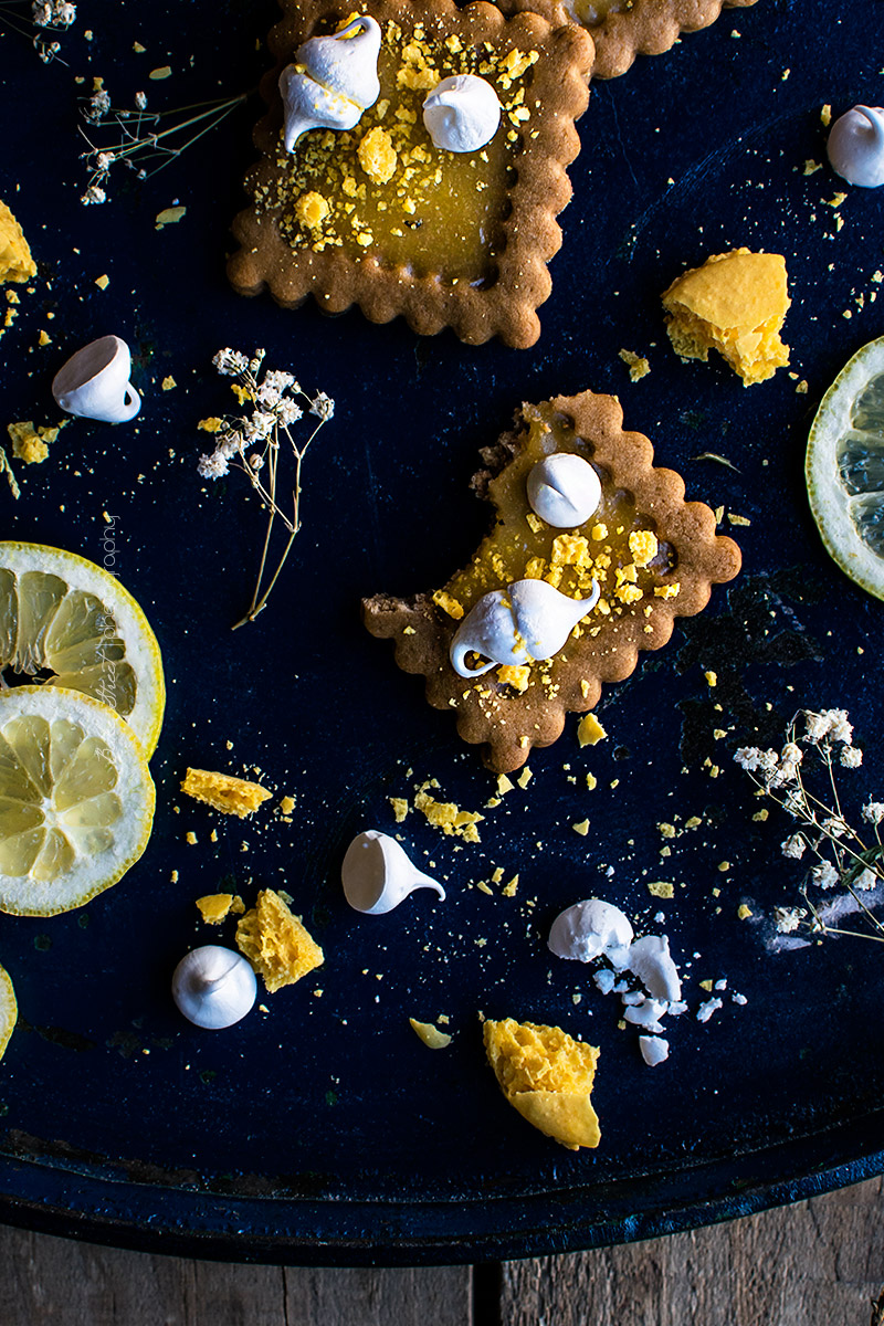 Galletas de lemon curd y cardamomo con merengue