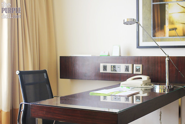 Holiday Inn & Suites Makati Deluxe Writing Desk