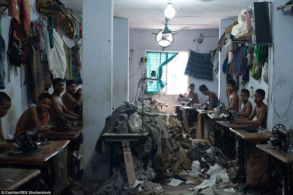 trẻ em bán sức lao động trong những xưởng may quần áo ở Bangladesh