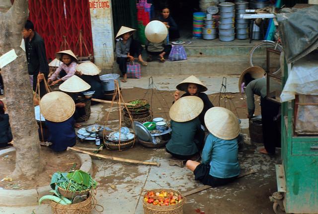 Quang Ngai market - Hàng quà rong trên đường phố ở Quảng Ngãi 67-68