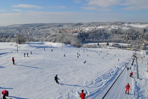 Lyžujte v lyžařském areálu HLUBOČKY ve všední dny s 34% slevou